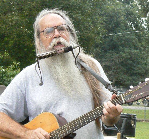 Larry_singing-558.jpg